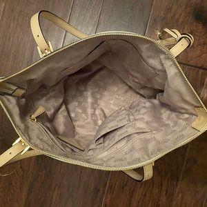 Michael Kors Bags - Michael Kors Jet Set East West Leather Tote Purse